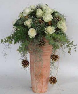 סידור ורדים על כלי מחרס