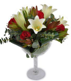 סידור פרחים בגביע זכוכית