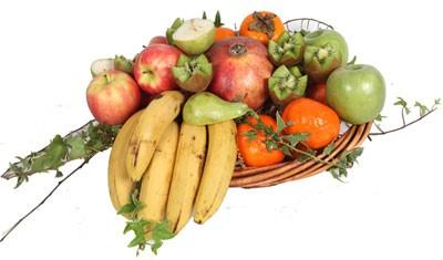 פירות אקזוטיים בסלסלה