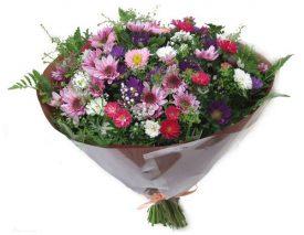 זר פרחים שדה צפוף ומלא
