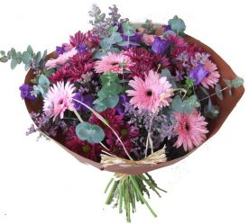 זר פרחים בצבעים ורוד סגול