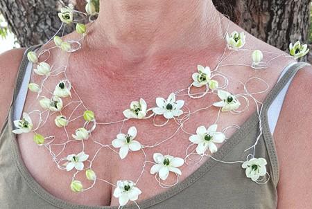שרשרת פרחים מיוחדת