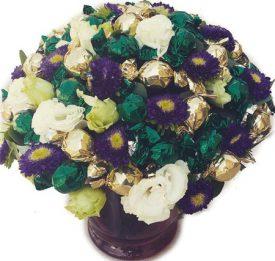 זר מתוק 40 פרלינים ופרחים
